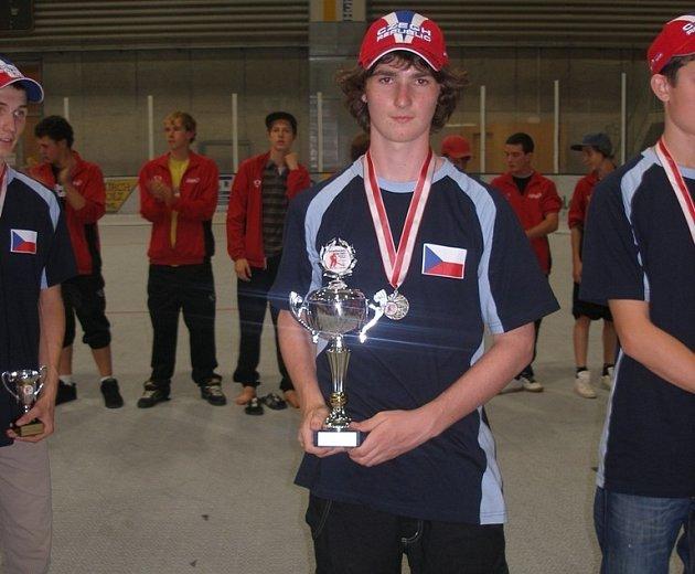 Čeští hokejbalisté do 16 let se v Rakousku pokoušeli obhájit titul evropských šampionů.