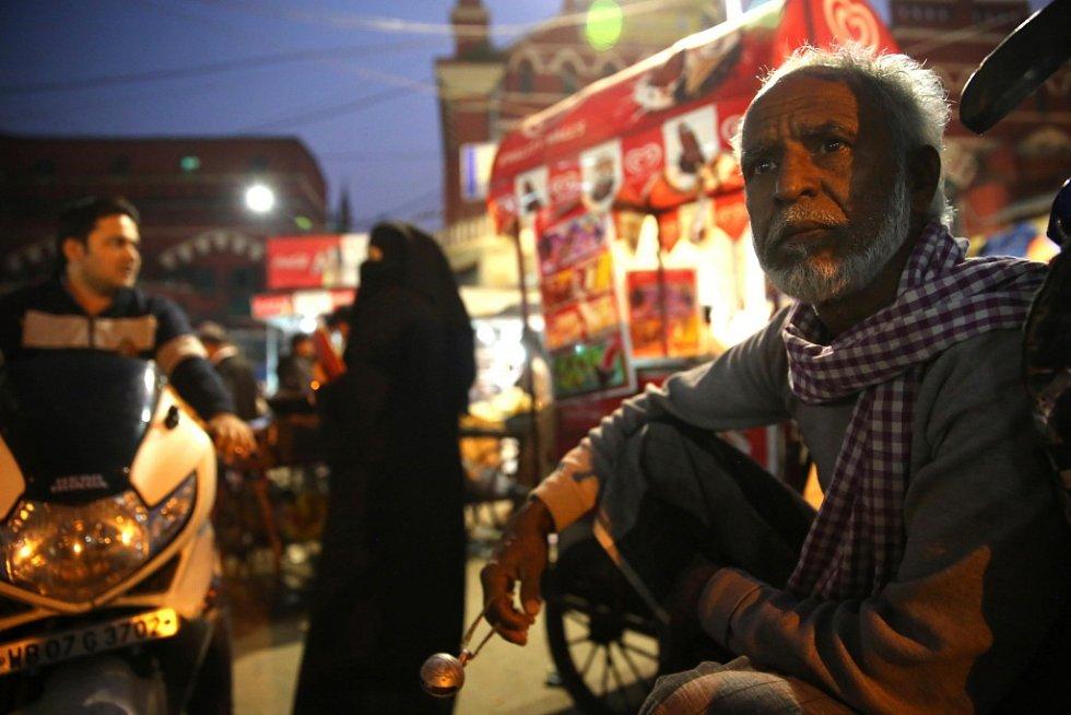 Jan Šibík fotil, jak žijí a dřou indičtí rikšové. Fotografie jsou na výstavě v prachatickém divadle, kde zůstanou do 30. září.