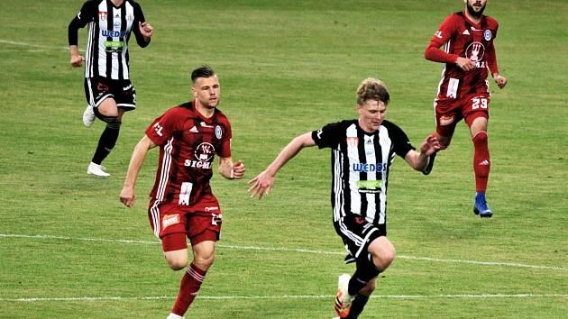 Pavel Šulc své velké sólu v nastavení sice gólem nezakončil, v zápase Dynama s Olomoucí ho ale fanoušci právem vyhlásili mužem utkání.