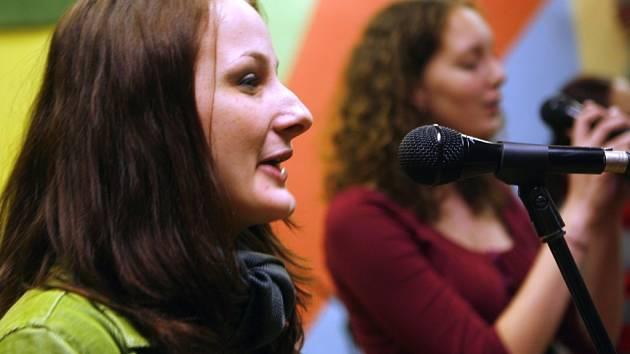 Na jihočeském kole festivalu Porta zvítězila 5. dubna ve Vlastiboři skupina X-tet z Jindřichova Hradce. Na archivním snímku zpěvačka Magdalena Bartošková.
