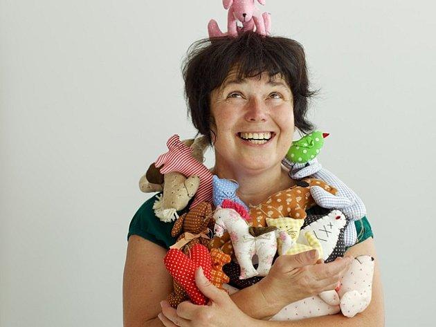 Romana Lukášová z Českých Budějovic tvoří drobné dárkové předměty z látky. Výrobky prodává i na řemeslných jarmarcích.