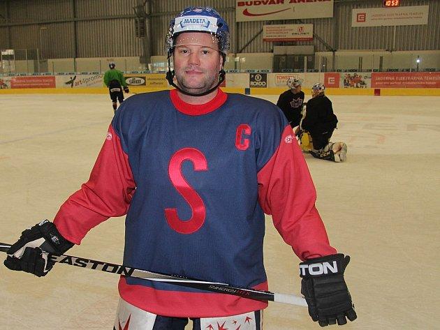 Josef Straka představuje retro dres, ve kterém Motor bude hrát se Slavií Praha.