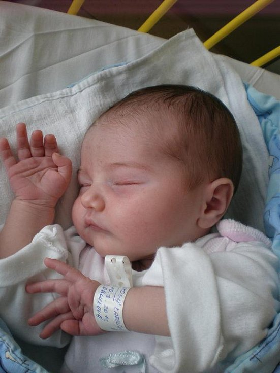 3,91 kg s takovou váhou se na svět probojovala Karolína Obluková. Pro svůj příchod na svět si vybrala datum 10. 3. 2011 a čas 8 hodin a 10 minut. Svoje dětství bude trávit v Českých Budějovicích.