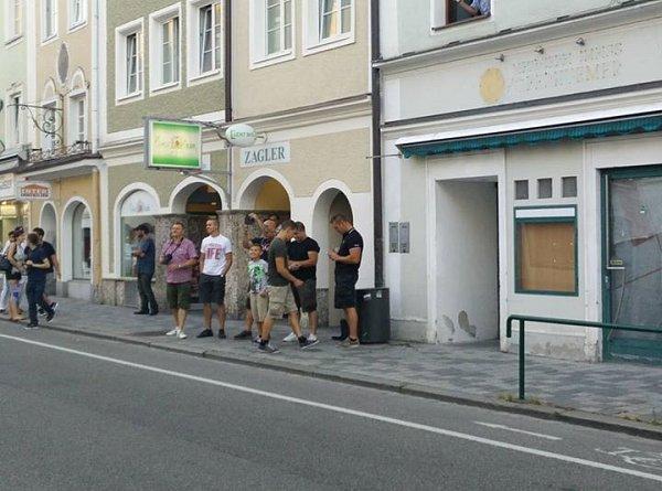Moc neonacistů do Braunau nepřijelo.
