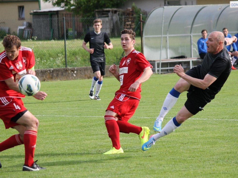 Zbyněk Rys dává vedoucí gól. Olešník ve šlágru I.A třídy vyhrál nad Týnem 3:0 a posunul se před Olympii na druhé místo.