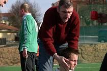 Trenér Pavel Hanel (na snímku) a jeho Dobrá Voda obhajují prvenství na turnaji v Borovanech.
