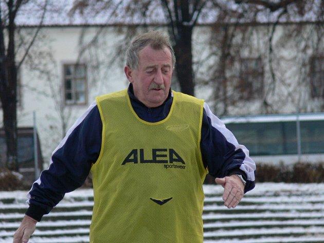 Trenér Josef Češka už prošel mnoha kluby, působil i za hranicemi okresu.