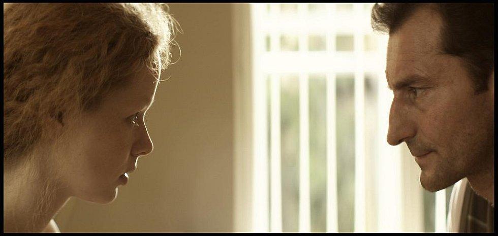 Hlavní role v novém filmu Jana Hřebejka Nevinnost hrají Ondřej Vetchý (na snímku s Annou Linhartovou) a Aňa Geislerová.