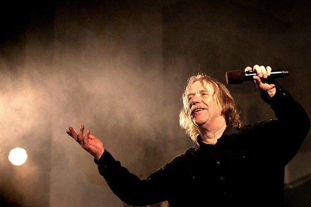 Jaromír Nohavica zahrál 6.července včeskokrumlovské zámecké jízdárně na Festivalu komorní hudby. Vyprodaný sál tleskal 33písničkám, zazněly ihity Dokud se zpívá nebo Hlídač krav.