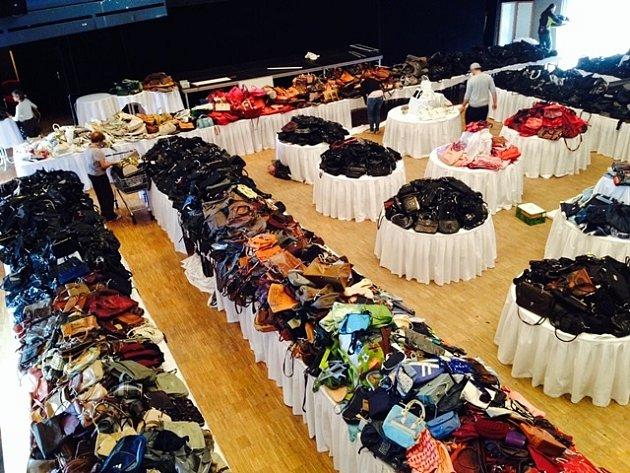 Příprava Kabelkového veletrhu v roce 2014. Díky prodej kabelek jsme dokázali pomoci dvaceti talentovaným dětem.