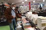 V pondělí po koronavirové přestávce otevřelo i Knihkupectví Kanzelsberger v Českých Budějovicích.