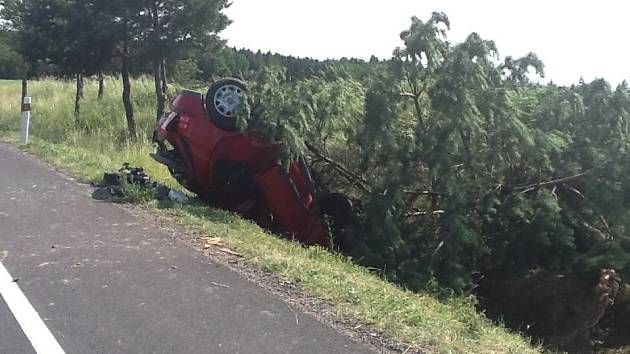 Nehoda na silnici z Hluboké do Týna.