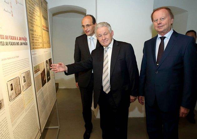 Zleva Jan Sechter, Josef Pühringer a starosta Alfred Hartl.