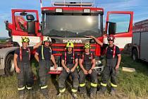 Nasazení jihočeští hasiči dokumentují svou činnost v obci Lužice na Hodonínsku, kde se minulý týden prohnalo ničivé tornádo.