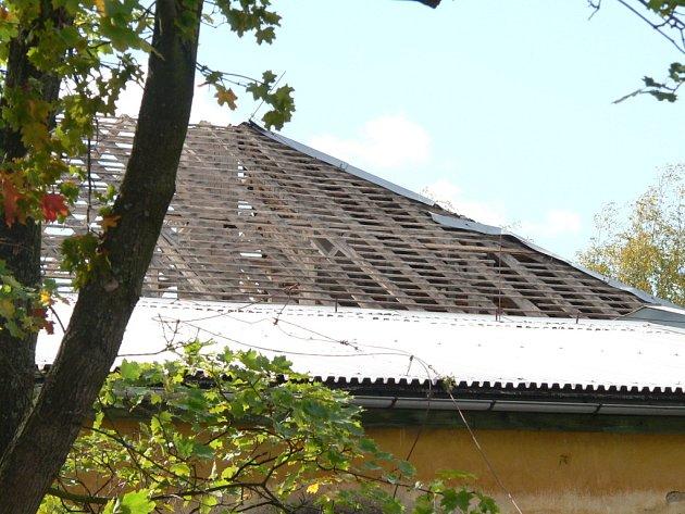 Některé škody způsobené pátečním nárazovým větrem.
