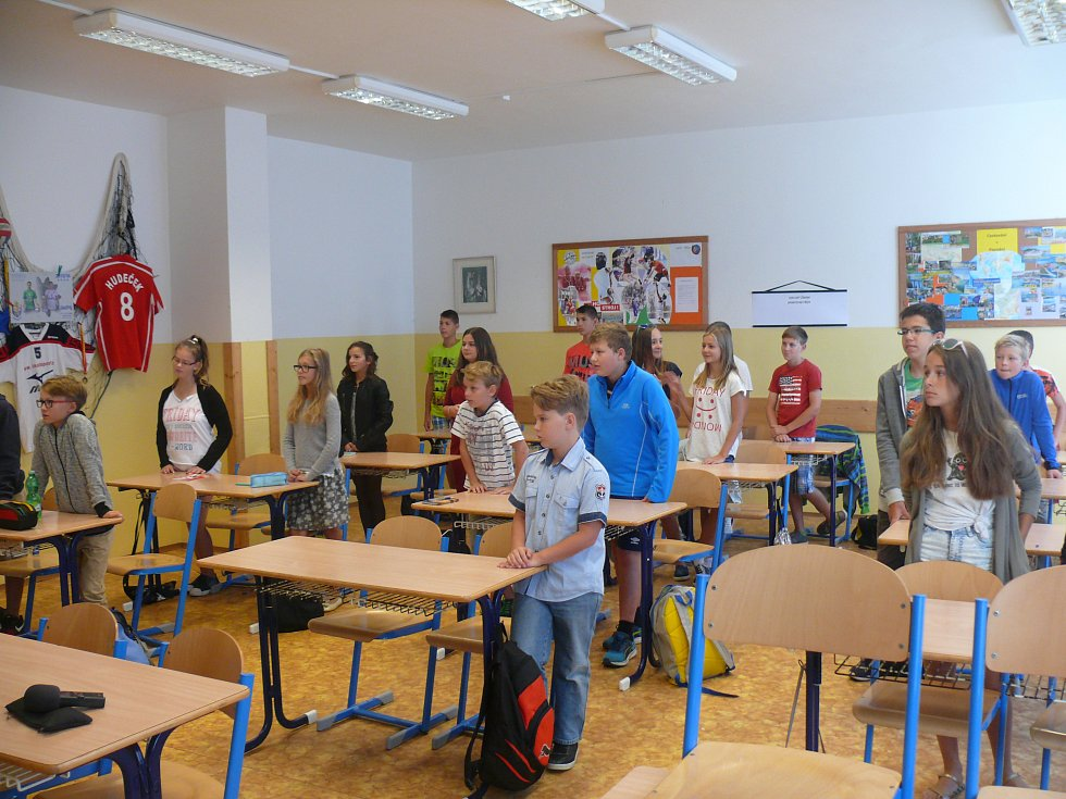 Školní rok v ZŠ Oskara Nedbala zahajovali volejbalisté Jihostroje Hackworth, Mach a Gevert