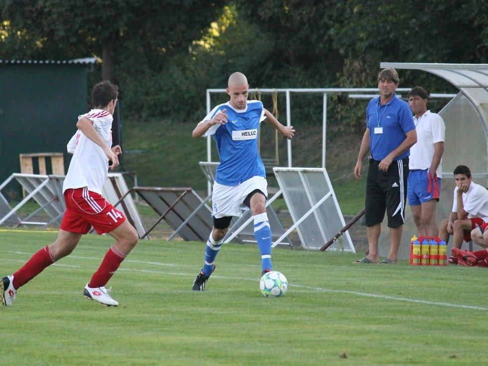 Fotbalisté Týna nad Vltavou porazili v derby Dolní Bukovsko 3:0.