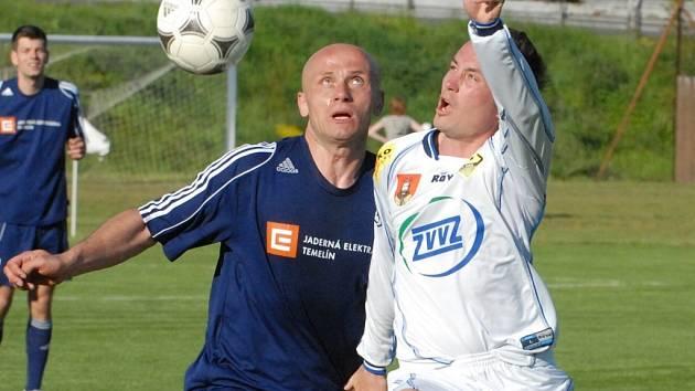 Zdeněk Hrdina (vlevo bojuje s Rajtoralem) povede Týn do důležité bitvy.