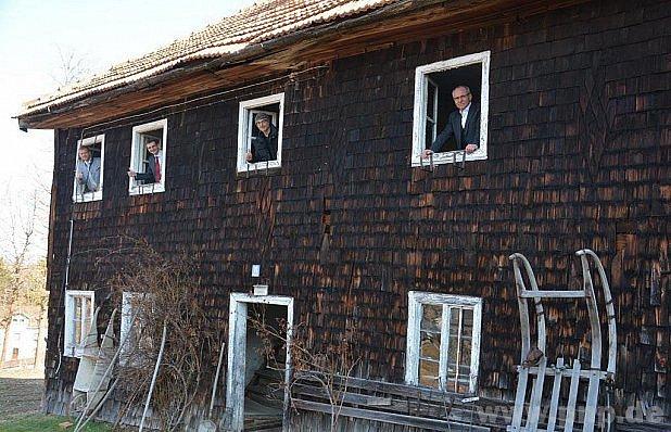 Dům přestěhují do skanzenu.