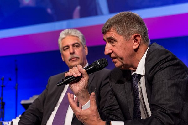 Ministři Schelling a Babiš diskutovali vLinci.