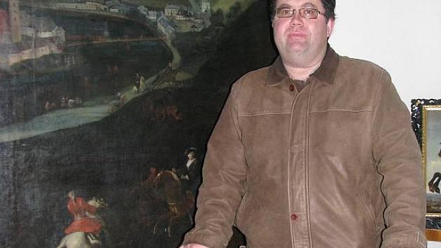 Kastelán Jan Smolík je v Nových Hradech spokojený. Mrzí ho pouze, že se kvůli výbuchu střelného prachu a zemětřesení nezachovala věž, a proto hrad nenabízí příliš atraktivní výhled.