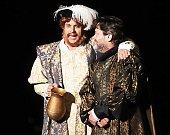 Česká komedie Ženy Jindřicha VIII  aneb chudák králem na otáčivém hledišti v Českém Krumlově