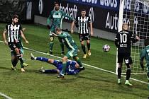 Patrik Brandner v zápase Dynama s Karvinou vyrovnává na 1:1. V úterý hraje Dynamo v lize v Olomouci.