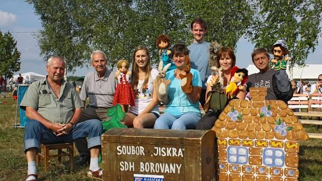 Borovanský loutkový soubor Jiskra vznikl v roce 1955. Děti svými pohádkami baví dodnes.