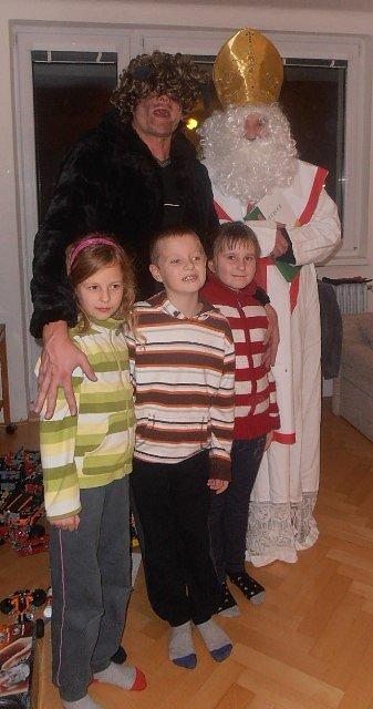 Mikuláš s čertem s čertem i letos potěšili děti v Rožnově.