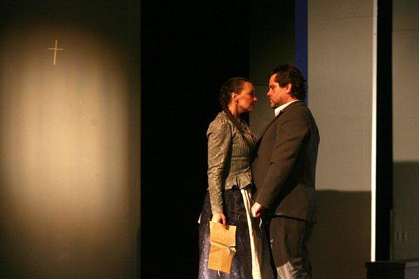 Jihočeské divadlo uvedlo včeské premiéře adaptaci hry na motivy románu Jarmily Glazarové Advent.