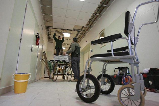 Na ženském oddělení českobudějovické nemocnice probíhá rekonstrukce pavilonu. Práce na Ženském oddělení - šestinedělí