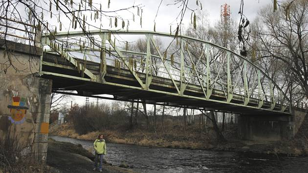 Roudné nedaleko Českých Budějovic se po více než sto letech dočká nového mostu. Podle plánovaných termínů by se měl začít stavět letos v květnu.