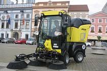 Stroj MC50 pomůže čistit České Budějovice. Jeho cena se pohybuje okolo 1 400 000 korun.