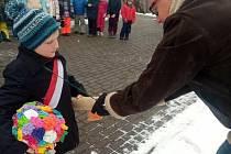 V rámci tříd a pouze v areálu školky si letos užily děti z MŠ Boršov nad Vltavou masopust. Navštívit je přišel starosta Jan Zeman.