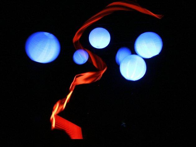 Paprsky je název nového představení, které nabízí Divadlo Kvelb z Českých Budějovic.