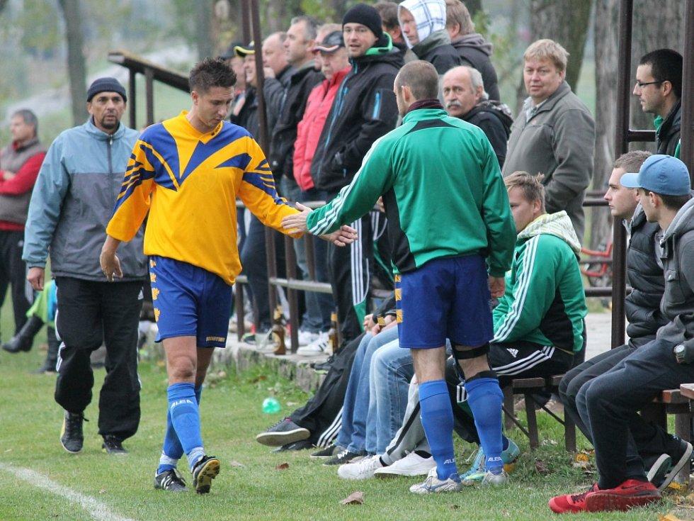 Domácí Michal Pícha dal čtyři góly. Neplachov (ve žlutém) proti Boršovu o dva góly prohrával, vedl a nakonec remizoval 4:4.
