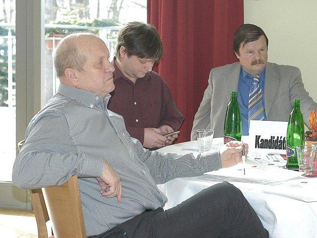 Kandidáti na členství ve výkonném výboru an valné hromadě KFS: zleva Karel Vácha, Alois Švarc a Vlastimil Šnajder.