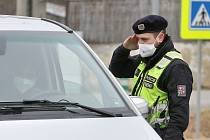 Policejní kontroly na hranicích okresů. Ilustrační foto.