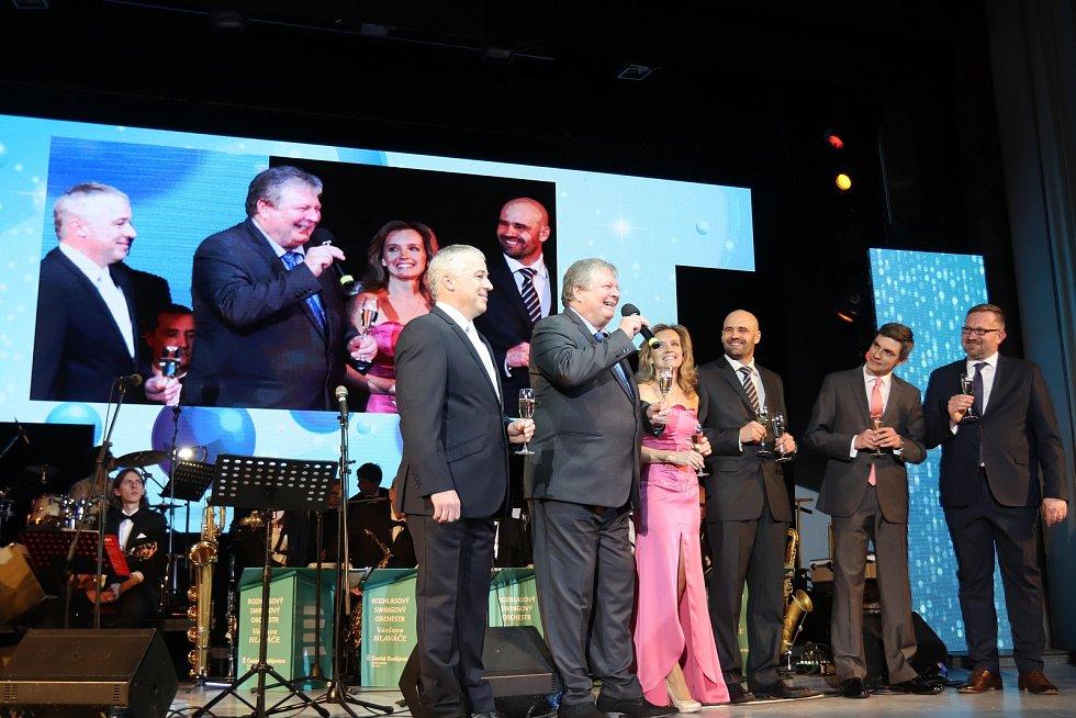 Dvanáctý Velký mediální ples v kulturním domě Metropol otevřel v sobotu plesovou sezonu v jihočeské metropoli.
