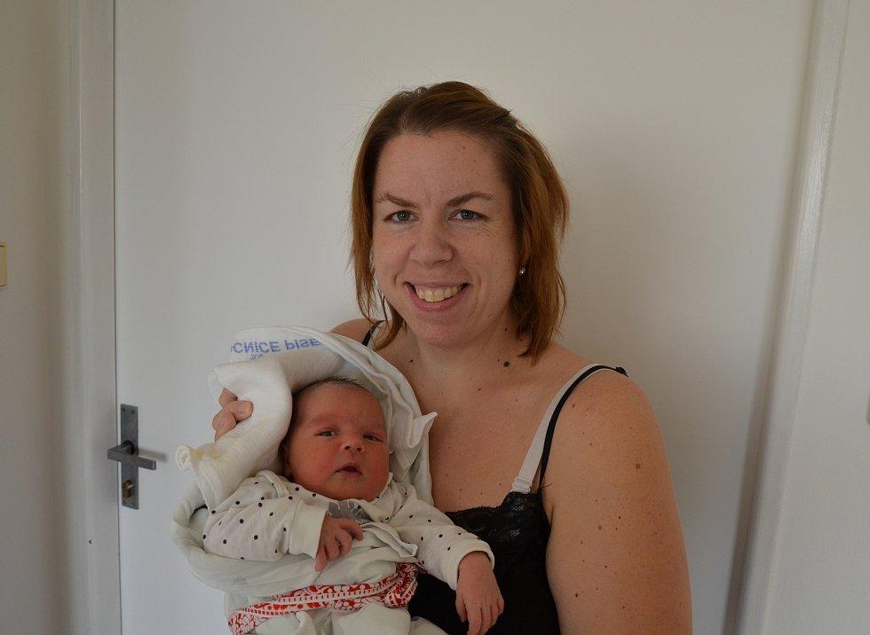 Anežka Bláhová z Milenovic. Rodiče Markéta a Petr Bláhovi se těší z dcery narozené 29. 12. 2020 v 1.46 hodin. Při narození vážila 3900 g a měřila 51 cm. Doma ji čekali sourozenci Petr (3) a Barbora (1).