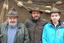 Tři generace rybářů Oldřich Pecha st., Oldřich Pecha ml. a Oldřich Pecha nejml.