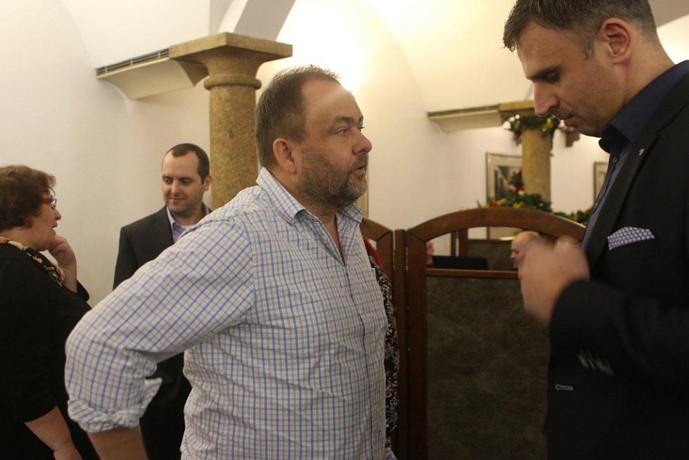 Setkání s hejtmanem Jihočeského kraje. Na snímku ředitel redakcí Deníku Roman Gallo (vlevo) a hejtman kraje Jiří Zimola.
