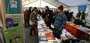 Tábor patřil od 3. do 5. října knihám. Tabook, festival malých nakladatelů, přilákal stovky lidí a přijely osobnosti jako Karol Sidon nebo Timothée de Fombelle. Na snímku hlavní festivalový stan na náměstí TGM.
