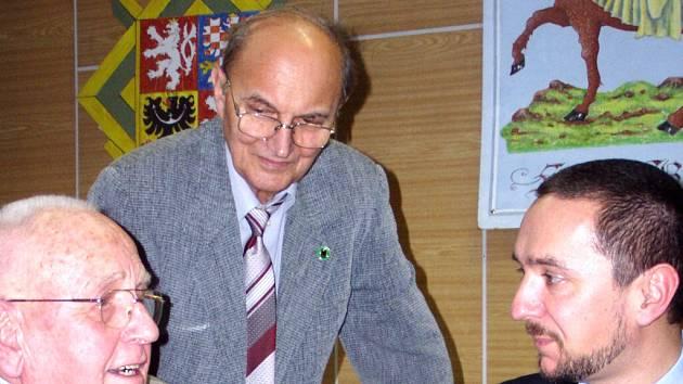 Václav Šulista (vlevo) s primátorem Jurajem Thomou, který přišel na setkání pétépáků i loni.