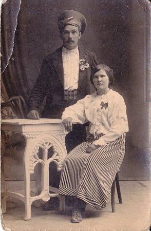 Jan Ťupa původem zDoubravky (na snímku se svou manželkou) zůstal po válce vRusku, kde se také oženil.