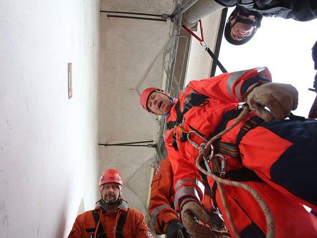 Vyzkoušeli jsme si, jaké je to svěřit se do rukou záchranářů