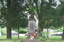 V centru Zlivi se kdysi pěstovala mrkev. Dnes je u kostela například pomník padlých.