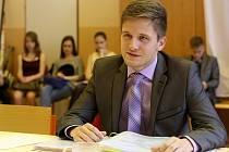 Znalosti z českého i anglického jazyka a základů společenských věd musel v úterý dopoledne prokázat také Jakub Wejskrab, student 4. A českobudějovického Gymnázia Jírovcova.