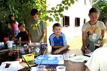 Spoustu zážitků si z letošního tábora na Lipensku odvezou děti z Českobudějovicka i jejich tři kamarádi z Kanady a USA. O to, že na ně nezapomenou, se starají i pravidelné reportáže, které o každodenních aktivitách připravují.