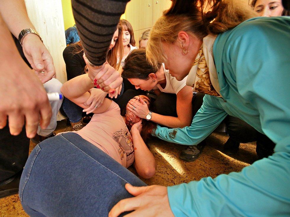 Cvičení útoku ozbrojeného agresora základní škole.